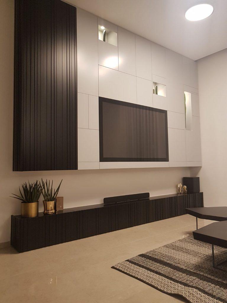 קיר טלוויזיה שחור לבן, צבע בתנור חריצי CNC בשילוב יחידות צמחים