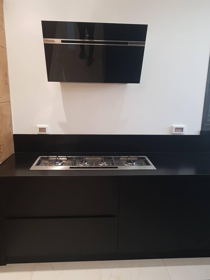 מטבח מודרני פורניר ונאנו שחור
