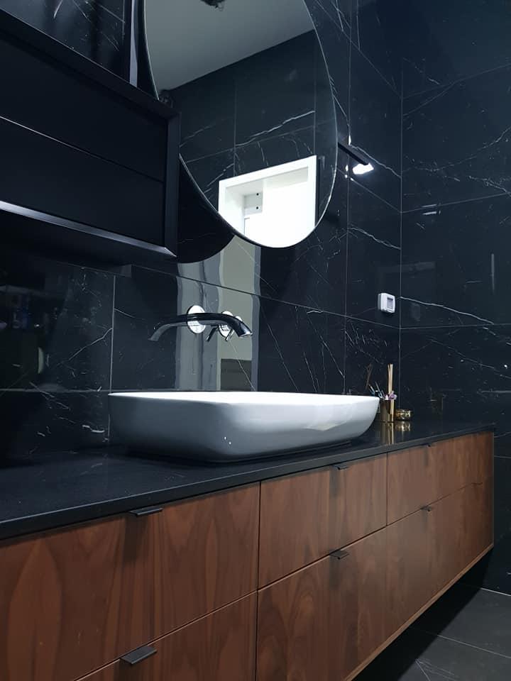 ארון אמבטיה פוניר, תלוי