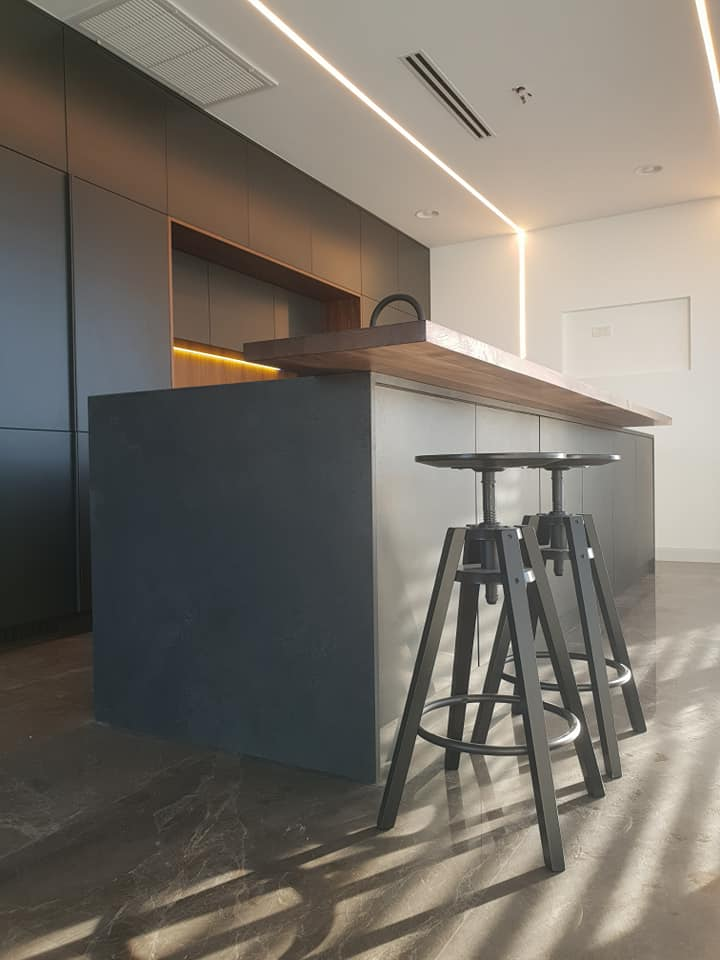 מטבח מודרני גרניט פורצלן וצבע בתנור
